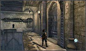 Po wydaniu punktów doświadczenia wejdź na drewnianą ściankę i przeskakując na kolejną i dalej dostań się na podwyższenie - Stajnie - Opis przejścia - Prince of Persia: Zapomniane Piaski - poradnik do gry