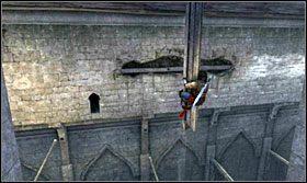 Przeskakując po kolumnach i przesuwając się dzięki wnękom w ścianach obejdź stajnie dookoła - Stajnie - Opis przejścia - Prince of Persia: Zapomniane Piaski - poradnik do gry