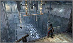 Wskocz na podwyższenie po drugiej stronie i wskocz na drążek, a po drugiej stronie otworzą się drzwi - Stajnie - Opis przejścia - Prince of Persia: Zapomniane Piaski - poradnik do gry