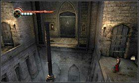 Będąc na dole wbiegnij na drzwi, odbij się i chwyć drążek - Stajnie - Opis przejścia - Prince of Persia: Zapomniane Piaski - poradnik do gry