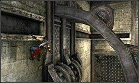 Następnie po cegłach wespnij się wyżej i przebiegnij w odpowiednim momencie pod podwójnym mechanizmem - The Works (1) - Opis przejścia - Prince of Persia: Zapomniane Piaski - poradnik do gry