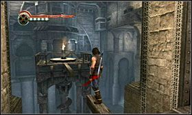 Po drążkach przeskocz przez zębatkę i następnie wskocz na flagę - The Works (1) - Opis przejścia - Prince of Persia: Zapomniane Piaski - poradnik do gry