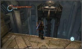 Środkowa platforma podjedzie w górę, akurat tak, abyś od razu mógł na nią wskoczyć - The Works (1) - Opis przejścia - Prince of Persia: Zapomniane Piaski - poradnik do gry