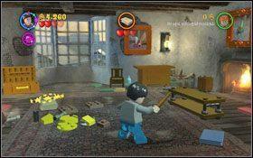 Ponownie podejdź do przechylonego obrazu obok łóżka - tym razem drugi czarodziej przejdzie na drugi obraz - Wieści z Azkabanu - Opis przejścia - Rok 3 - LEGO Harry Potter Lata 1-4 - poradnik do gry