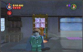 Otwórz kluczem gablotę z toporem, którego użyj (WL ) do rozłupania kolejnej przeszkody #1 - Wieści z Azkabanu - Opis przejścia - Rok 3 - LEGO Harry Potter Lata 1-4 - poradnik do gry