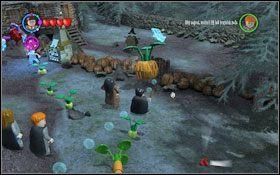 By przejść przez bramę ponownie przewieś kwiatek na drugi haczyk #1 - Zamek Hogwart #6 | Opis przejścia - Rok 3 - LEGO Harry Potter Lata 1-4 - poradnik do gry