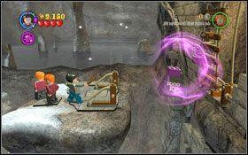 Przeskocz na ośnieżoną krawędź i przenieś obie platformy na prawo (WL ) #1 - Hogsmeade | Opis przejścia - Rok 3 - LEGO Harry Potter Lata 1-4 - poradnik do gry