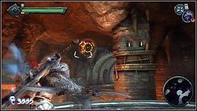 Po kilku krokach dojdziemy do niebieskiej bariery [1], na której używamy zdobytego klucza - Katedra Zmierzchu (4) - Opis przejścia - Darksiders - PC - poradnik do gry