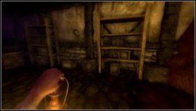 Żeby otworzyć właz musimy najpierw usunąć patyk, który blokuje mechanizm pod sufitem - Entrance Hall - Refinery - Opis przejścia - Amnesia: Mroczny Obłęd - poradnik do gry