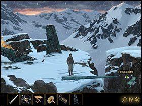 By powrócić na drugą stronę rozpadliny, weź drugie skrzydło , to które leży na śniegu po prawej - Rozdział II - Sekret w górach (1) - Opis przejścia - Lost Horizon - poradnik do gry