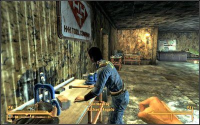 Odszukaj w pracowni Michaela, który początkowo pomyśli, że działasz na zlecenie Pana Housea i przychodzisz w jego imieniu - Klasyczna inspiracja | Zadania poboczne - Fallout: New Vegas - poradnik do gry
