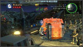 Teraz przełącz się na odpierającego ataki żołnierza (przyciśnij i przytrzymaj U) i oczyszczając sobie drogę minigunem posuwaj się w głąb korytarza [1] - Generał Grievous (6) - Tryb fabularny - LEGO Star Wars III: The Clone Wars - poradnik do gry