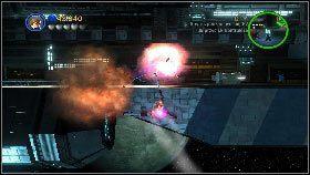 Na koniec przełącz się na statek bojowy, poleć w prawo zabierając po drodze torpedy [1], a potem zacznij lecieć w lewo, eliminując po drodze wszystkie wskazane cele [2] - Generał Grievous (7) - Tryb fabularny - LEGO Star Wars III: The Clone Wars - poradnik do gry