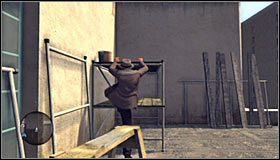Na początek podejdź do pionowej rurki #1 i skorzystaj z niej w celu przedostania się na jedną z niżej położonych partii dachu - Case 13 - The Quarter Moon Murders (2) - Główne śledztwa - L.A. Noire - poradnik do gry