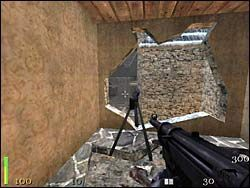 Wychodzimy na dziedziniec i udajemy się w kierunku, z którego nadbiegali Niemcy - Mission 2: Part 1 - Return to Castle Wolfenstein - poradnik do gry