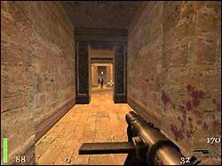 W końcu dotrzemy do pomieszczenia z krzyżem - Mission 2: Part 3 - Return to Castle Wolfenstein - poradnik do gry