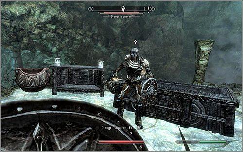 Koniecznie zapisz stan gry, odwr�� si� i powr�� w okolice o�tarza - Wyprawa do Czarnyg�azu (2) - Czarnyg�az - The Elder Scrolls V: Skyrim - g��wny w�tek fabularny - poradnik do gry