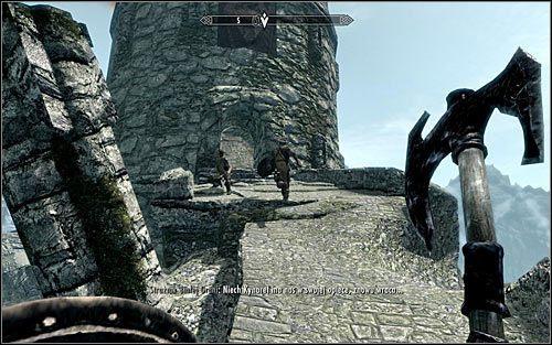 Zbli� si� do cz�ciowo zniszczonej wie�y stra�niczej, a konkretnie do g��wnego wej�cia do niej (powy�szy screen) - Pokonanie smoka - Budzenie smoka - The Elder Scrolls V: Skyrim - g��wny w�tek fabularny - poradnik do gry