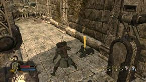 Rozejrzyj się i postaraj się zdjąć wrogich łuczników za pomocą kuszy, jednak będzie to możliwe tylko wtedy, jeśli zbiegli z muru nad bramą - Dzielnice wewnętrzne (1) - Rozdział 1 - Władca Pierścieni: Wojna na Północy - poradnik do gry