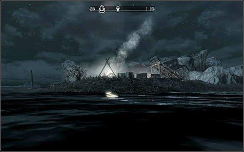 Deekus rozstawił obozowisko na niewielkiej wysepce przy wraku statku (powyższy screen), co oznacza, że musisz w to miejsce dopłynąć - Zlecenie- Zabij Deekusa   Zadania Mrocznego Bractwa - The Elder Scrolls V: Skyrim - poradnik, mapy, questy