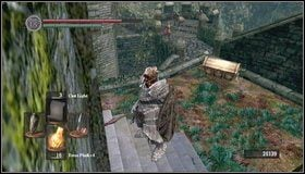 Jeśli kupiliśmy klucz Residence Key, możemy zajrzeć do małego budynku - Undead Burg (2) | Opis przejścia - Dark Souls - poradnik do gry