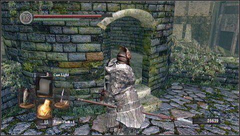 Teraz możemy wyciągnąć po jednym przeciwników poniżej wieży - Undead Burg (2) | Opis przejścia - Dark Souls - poradnik do gry