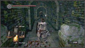Dalsza droga prowadzi w górę schodami - Undead Burg (2) - Opis przejścia - Dark Souls - poradnik do gry