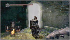 Wspinamy się w górę i wchodzimy do wieży - Undead Burg (2) - Opis przejścia - Dark Souls - poradnik do gry
