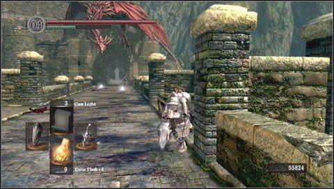 W połowie muru zbiegamy szybko schodami w dół - Undead Burg - most z Wywerną - Opis przejścia - Dark Souls - poradnik do gry