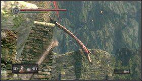 Z miejsca, w którym jesteśmy widać ogon smoka - Undead Burg - most z Wywerną - Opis przejścia - Dark Souls - poradnik do gry
