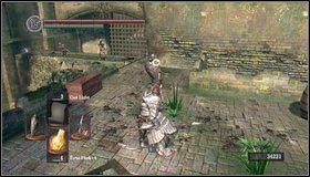 Teraz wchodzimy schodami po prawej na górę - Undead Parish (1) | Opis przejścia - Dark Souls - poradnik do gry