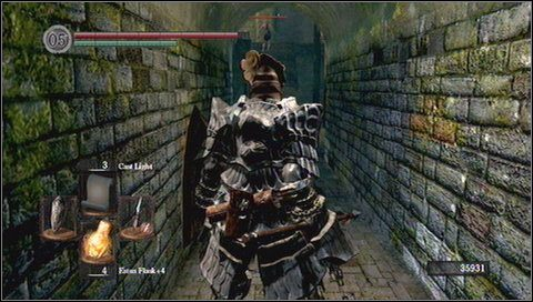 Zanim wejdziemy na górę po drabinie, zaglądamy za stoliki - Undead Parish (1) - Opis przejścia - Dark Souls - poradnik do gry