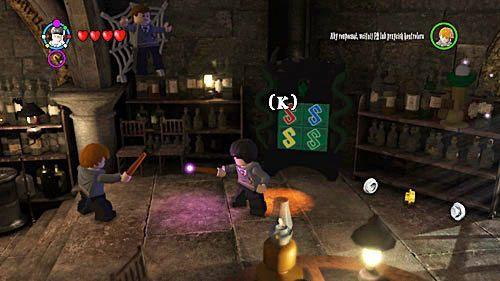 Przechodzimy do końca sali i rozwiązujemy wężową zagadkę - Lekcja 3 - Wywar Żywej Śmierci - Opis przejścia - Rok 6 - LEGO Harry Potter: Lata 5-7 - poradnik do gry