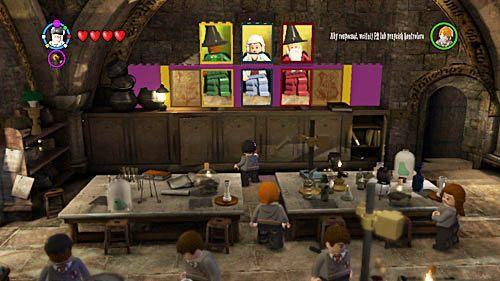 Kolejny składnik dostaniemy po tym, jak ułożymy obrazy czarodziei na ścianie z tyłu, w odpowiedniej kolejności - Lekcja 3 - Wywar Żywej Śmierci - Opis przejścia - Rok 6 - LEGO Harry Potter: Lata 5-7 - poradnik do gry