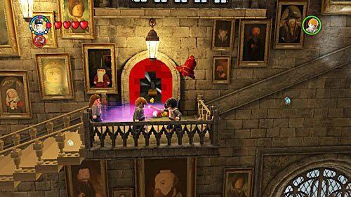 Docieramy do czerwonej ściany niszczymy ją, a z klocków składamy dzwon, kiedy w niego uderzymy pojawią się kolejne schody - Lekcja 3 - Wywar Żywej Śmierci - Opis przejścia - Rok 6 - LEGO Harry Potter: Lata 5-7 - poradnik do gry