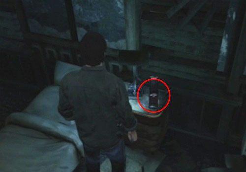 Przejd� do sypialni i na szafce obok ��ka u�yj War Medal, aby zako�czy� te zadanie - Misje poboczne - Budynek mieszkalny - Silent Hill: Downpour - poradnik do gry