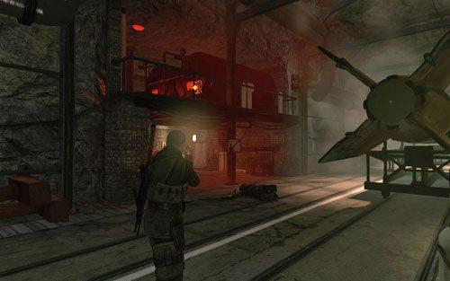 Przejdź na drugą stronę tunelu, kierując się w stronę ostatniego miejsca, gdzie podłożysz ładunek [#9] - Misja 2 - Obiekt Mittelwerk (2) - Sniper Elite V2 - poradnik do gry