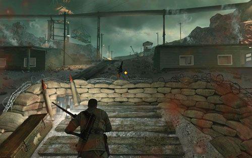 Po opuszczeniu kompleksu biegnij w stronę karabinu maszynowego [#11] - po drodze eliminując snajpera, który ponownie pojawił się na wieży strażniczej - Misja 2 - Obiekt Mittelwerk (2) - Sniper Elite V2 - poradnik do gry