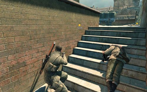 Bardzo powoli podejdź w kierunku schodów - przy ciężarówce znajduje się kolejny Niemiec - Misja 3 - Muzeum Kaiser-Friedrich (1) - Sniper Elite V2 - poradnik do gry