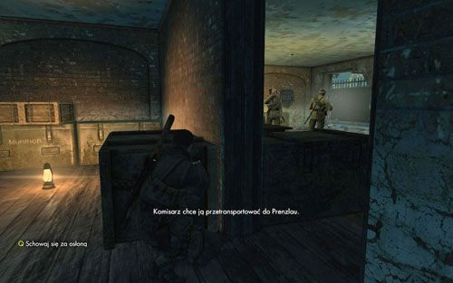 Wychyl się lekko zza bramy i po kolei likwiduj wrogie jednostki - Misja 3 - Muzeum Kaiser-Friedrich (1) - Sniper Elite V2 - poradnik do gry