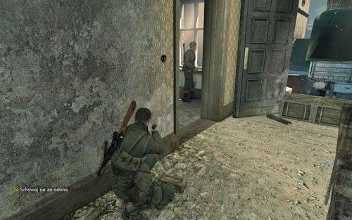 Niezależnie od dokonanego wyboru rusz powoli po schodach na górę - Misja 3 - Muzeum Kaiser-Friedrich (1) - Sniper Elite V2 - poradnik do gry