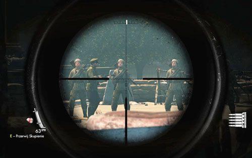 Przyjmij leżącą pozycję tuż przy barierkach, w taki sposób, byś miał kontakt wzrokowy zarówno z patrolem jak i snajperem (bez konieczności przesuwania się itp - Misja 3 - Muzeum Kaiser-Friedrich (2) - Sniper Elite V2 - poradnik do gry