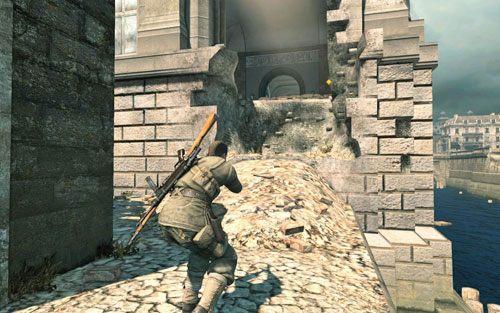 Wdrap się na mur po drugiej stronie mostu - natkniesz się na dziurę prowadzącą do muzeum [#7] - Misja 3 - Muzeum Kaiser-Friedrich (2) - Sniper Elite V2 - poradnik do gry
