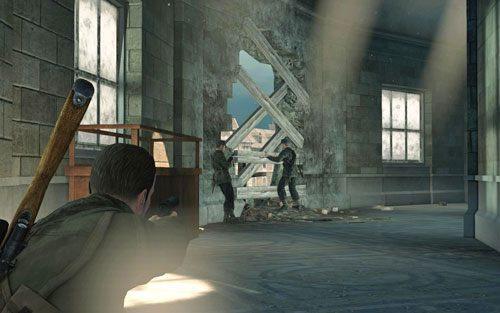 Wyjdź po schodach na górę [#9] - natrafisz tam na jednego żołnierza - Misja 3 - Muzeum Kaiser-Friedrich (2) - Sniper Elite V2 - poradnik do gry