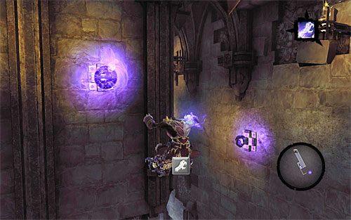Pozostań na pnączach, odchyl się do tyłu i wykonaj skok, łapiąc się w locie pokazanego na powyższym screenie kolejnego zaczepu (ponownie wymagany jest tu Uchwyt Śmierci) - Znajdź Wiekuisty Tron (1) - Władca Kości - Darksiders II - poradnik do gry