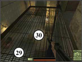 Otwórz drzwi, które są po lewej - jest tam pancerz w skrzynkach - Praga - Soldier of Fortune 2: Double Helix - poradnik do gry