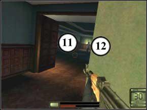 Wejdź do korytarza, od razu w prawo, kucnij i przygotuj broń - z pokoju po prawej wybiegnie dwóch strażników (13), (14) - Praga - Soldier of Fortune 2: Double Helix - poradnik do gry