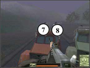 Kolejni przeciwnicy zaczną cię gonić spychaczem, trudno będzie ich trafić, gdyż kryć się będą za barykadą, poza tym spychacz pchał będzie ciężarówkę, na której jedziesz, co w celowaniu raczej nie pomaga (9) (10) - Praga - Soldier of Fortune 2: Double Helix - poradnik do gry