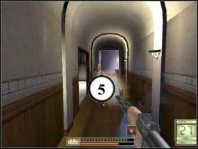 W składziku po prawej jest amunicja, idź do drzwi po lewej, prosto, otwórz drzwi do kuchni - po lewej będzie strażnik (6) - Vergara - Soldier of Fortune 2: Double Helix - poradnik do gry
