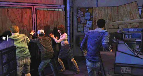 Jak najszybciej podbiegnij do Douga, Carley i Glenna, by zastąpić tego ostatniego przy drzwiach - 7 - Two Enter, One Leaves - Epizod I - A New Day - The Walking Dead - poradnik do gry